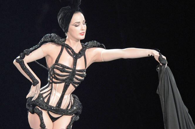 Dita Von Teese stripping